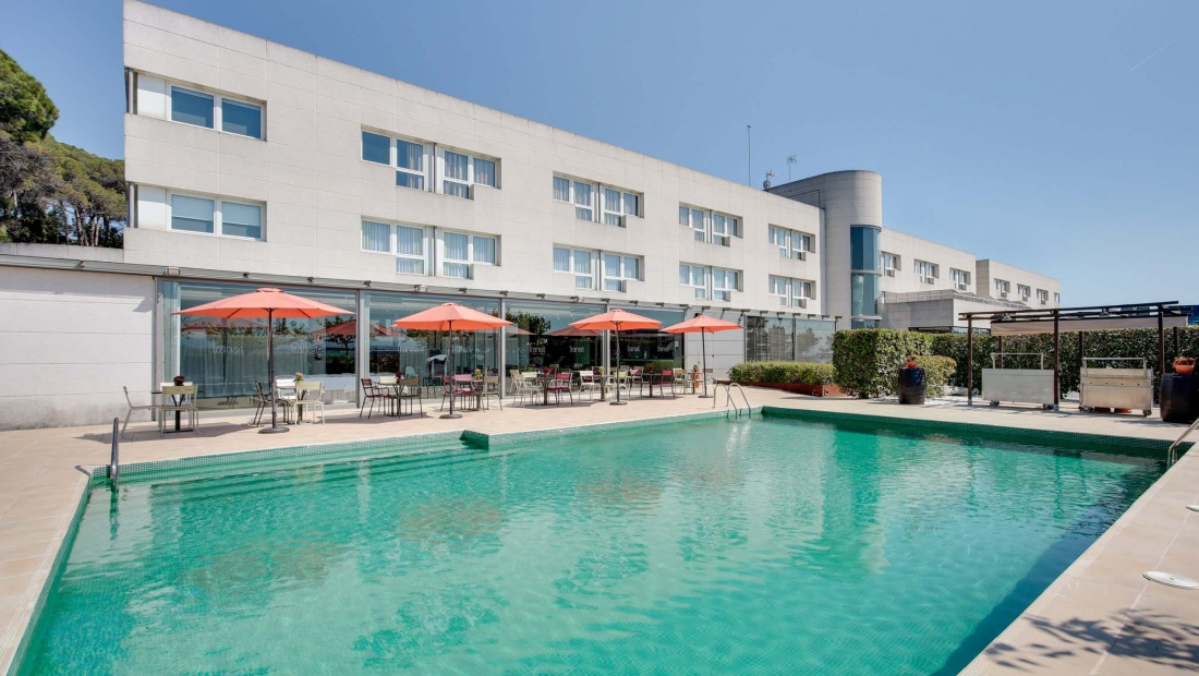 Hotel augusta barcelona vall s for Piscina municipal sitges